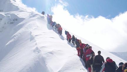 Incepe Scoala de Ghizi Montani Jump Adventure!