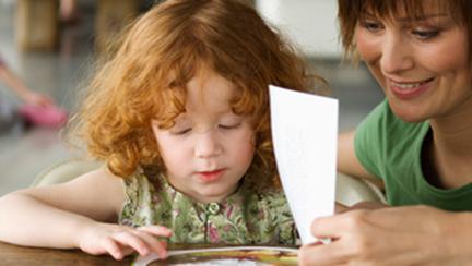 Cum sa stimulezi mintea unui copil cu ajutorul cartilor