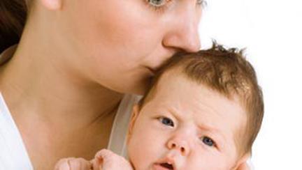 Femeia între rolul de mamă şi avort