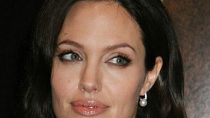 Angelina Jolie – film, viata si tatuaje