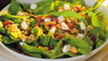 Salata cu branza, cartofi si verdeata