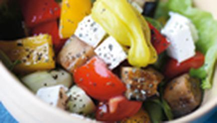 Salata de legume cu masline si branza