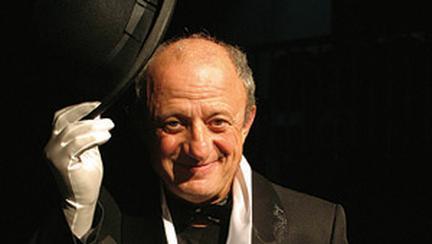 Fara masca: Actorul Mihai Malaimare si Teatrul Masca