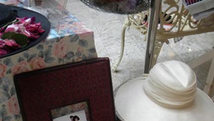 "Expozitia de palarii vintage ""Probeaza si pozeaza"""
