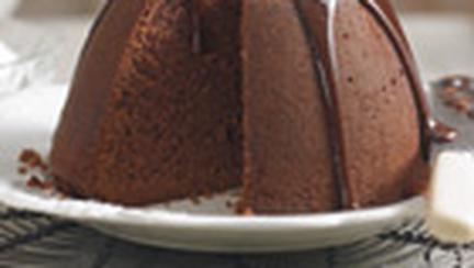 Budinca de cacao cu sos de ciocolata
