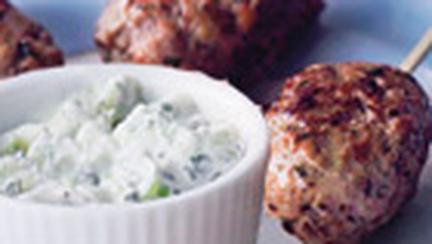 Chiftele din carne de vita cu sos tzatziki