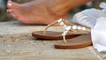 Inca o luna in sandale