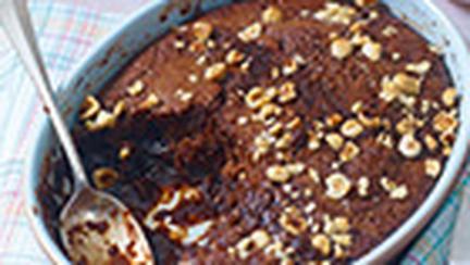 Budinca cu sos de rom si ciocolata