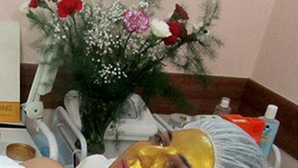 Frumusete fara… batranete cu masca de aur