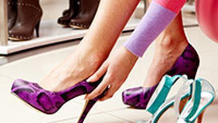 De la sanda la cizma, nu este decat un pas: pantoful