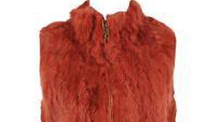 Fii fashion cu o vestă de blană