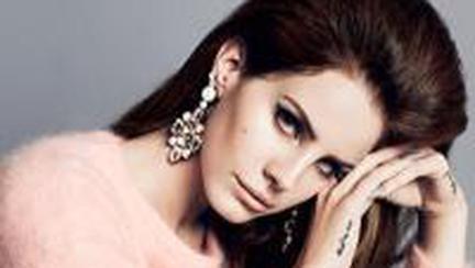 STIL DE VEDETĂ: Lana Del Rey, noua revelaţie a muzicii. Uite ce chic se îmbracă!