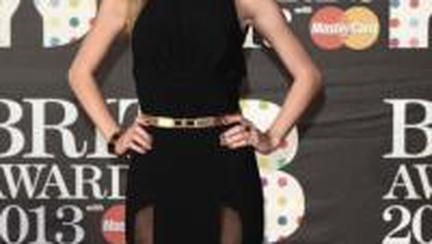 BRIT Awards 2013: ce rochii sexy au purtat vedetele pe covorul roşu!