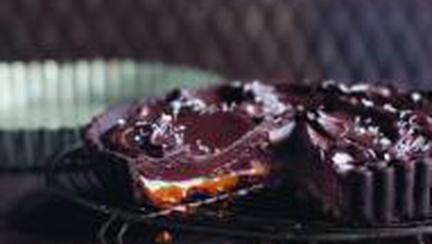 Tartă de ciocolată şi caramel sărat