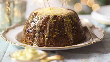 Pudding clasic cu smochine şi migdale