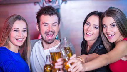 Tu ieși la bere cu fetele?