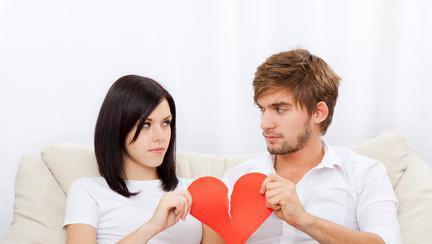 4 semne că bărbatul de lângă tine e indisponibil emoțional