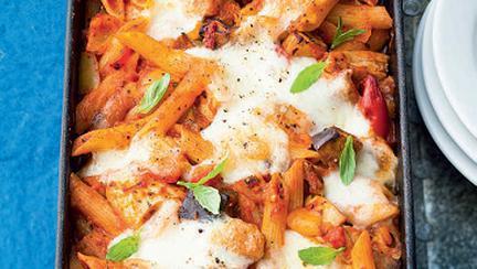 paste cu carnati la cuptor