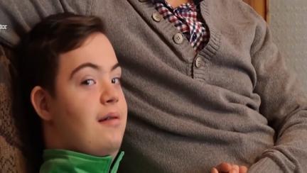 Caz fără precedent! Doi profesori și șase părinţi, acuzaţi de discriminarea a unui băiat diagnosticat cu sindrom Down