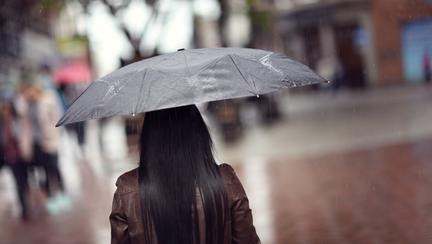 Cod galben de ploi torențiale în mai multe regiuni! Nu plecați de acasă fără umbrelă