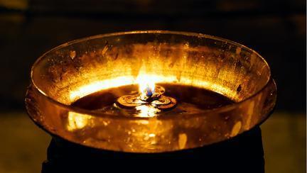 Ce rugăciune să spui când aprinzi candela