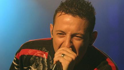 Solistul trupei Linkin Park, Chester Bennington, s-a sinucis