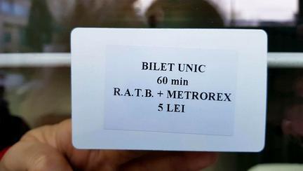 De azi, bucureștenii pot merge cu metroul și autobuzul cu un singur card electronic. Cum arată biletul unic RATB-Metrorex