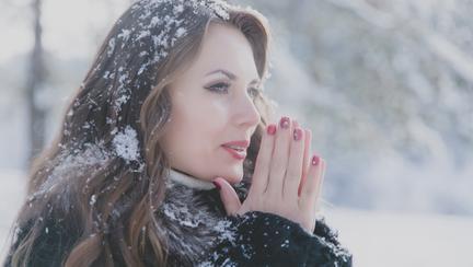 Motivul pentru care femeile au mâinile mai reci decât bărbații