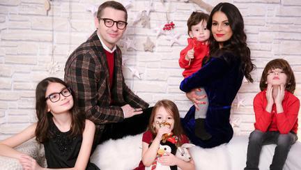 """Are 5 copii, dar se gândește să-și mărească familia! Anca Serea, dezvăluiri despre Adi Sînă: """"El negociază cu mine să mai facem încă un copil"""""""
