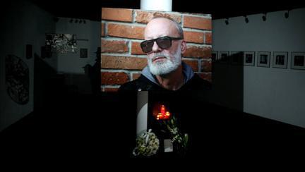 Primele imagini de la priveghiul lui Andrei Gheorghe! Cei care l-au admirat pe jurnalist pot scrie într-o carte de condoleanțe