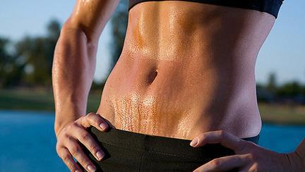 Abdomen plat: 5 serii de exerciții fizice care te ajută să arzi grăsimea de pe burtă