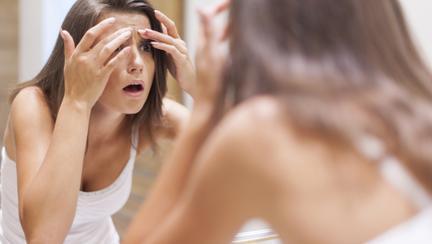 ai testat de curând un nou produs cosmetic, iar pe tenul tău au apărut o mulțime de coșuri