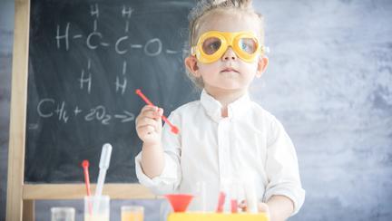 5 semne timpurii ale unui IQ de geniu la copii