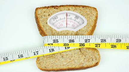 Dacă consumi mai puțini carbohidrați, îți menții greutatea corporală mai mult timp