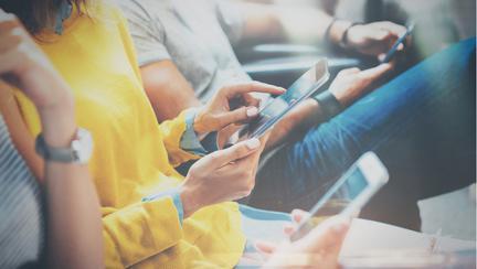 """Oamenii de știință au găsit """"dovezi clare"""" că radiațiile telefonului mobil determină apariția cancerului"""