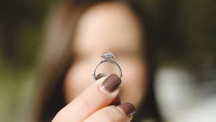 (P) Trei tipuri de inele de logodnă și calitățile lor