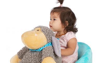 (P) Leagănul balansoar – o jucărie distractivă care îl ajută pe cel mic să devină independent