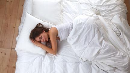 O oră de somn în plus te ajută să slăbești