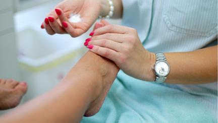 Tratament cu bicarbonat de sodiu și sare pentru ciuperca unghiei
