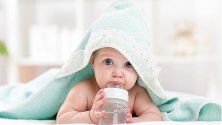 Copilul ei a fost la un pas să își piardă viața după ce a băut apă