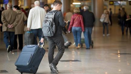Românii continuă să amâne reîntoarcerea la muncă în străinătate