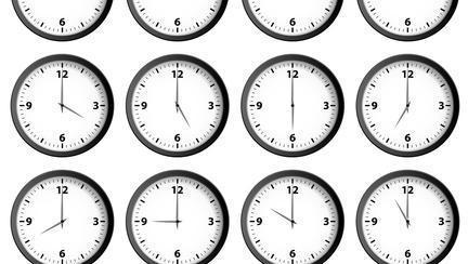 Când are loc trecerea la ora de iarnă? Vom dormi mai mult sau mai puțin?