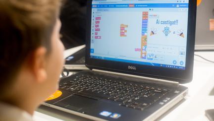 5 abilități de viitor pe care un copil le poate învăța cu ajutorul tehnologiei