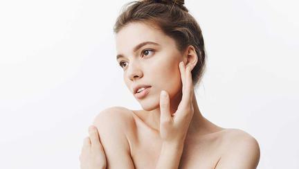 (P)  Ce nu știați despre protejarea pielii de radiația solară și cum alegi produsul ideal pentru a-ți menține pielea tânăra.