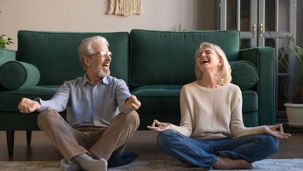 Yoga prin râs: ce este și cum funcționează? Beneficii pentru organism