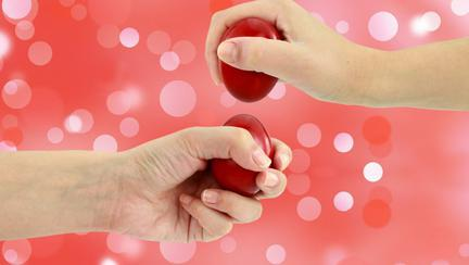 De ce ciocnim ouă roșii de Paște? Care este semnificația acestui obicei?