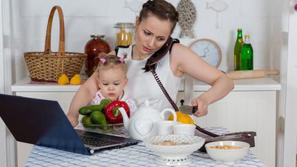 O mamă are doar 17 minute pe zi doar pentru ea