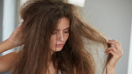 (P) 4 semne că părul tău are nevoie de un tratament