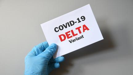 Infecțiile cu varianta Delta au o perioadă de incubație mai scurtă și o cantitate mult mai mare de particule virale