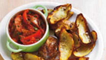 Cartofi in coaja, cu carnati cabanos si rosii